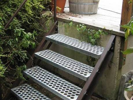 O-Grip stair treads grating used in residential area protecting the walkers.